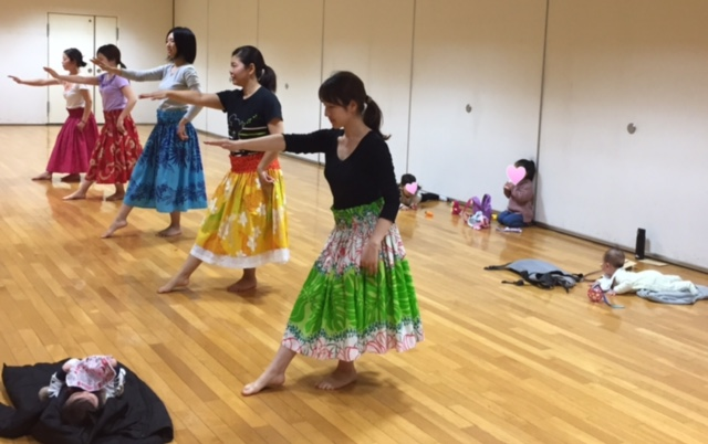【西東京市田無・教室】お子様連れで参加できるフラ教室