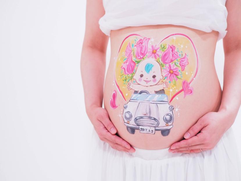 【三鷹市他・イベント】出産前のまんまるお腹を記念写真に残すマタニティペイント